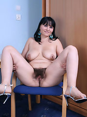 SPREAD PUSS MOMS UNSHAVED RED